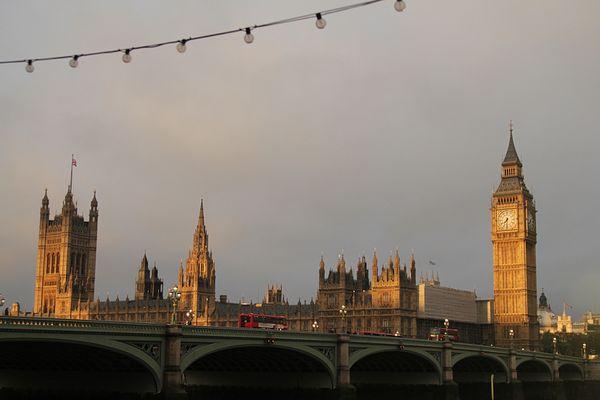 Big Ben und die Houses of Parlament am frühen Morgen