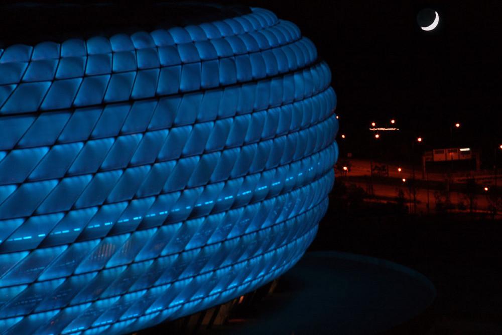 big BLUE is watching moon