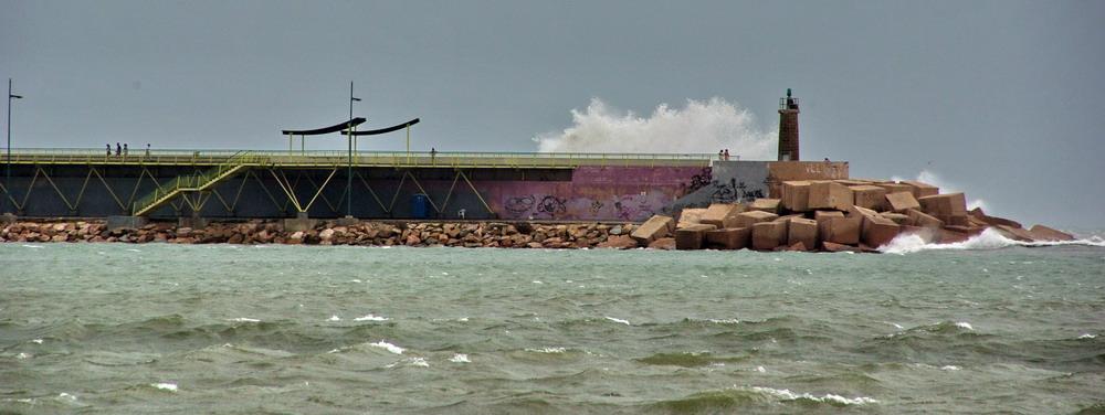 Big Waves in Torrevieja 01