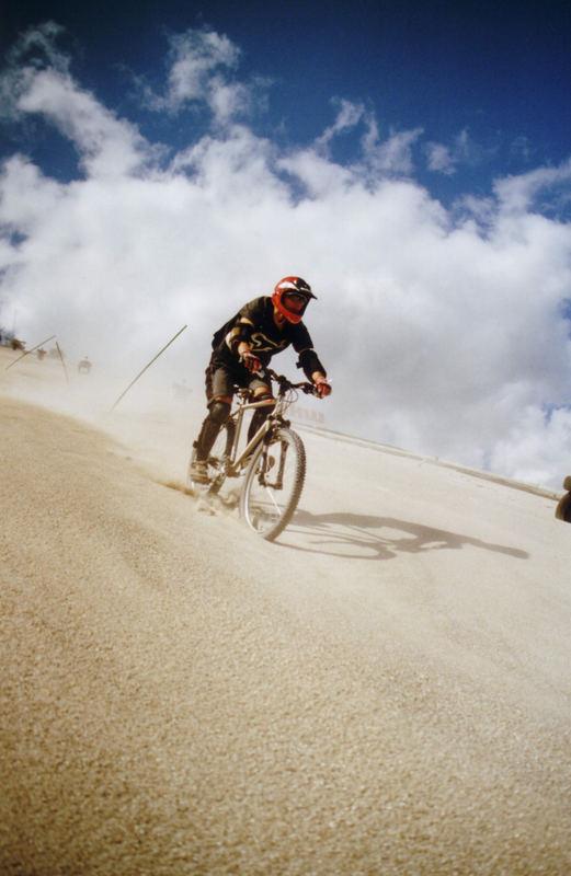 BikesOnSand_Slalom