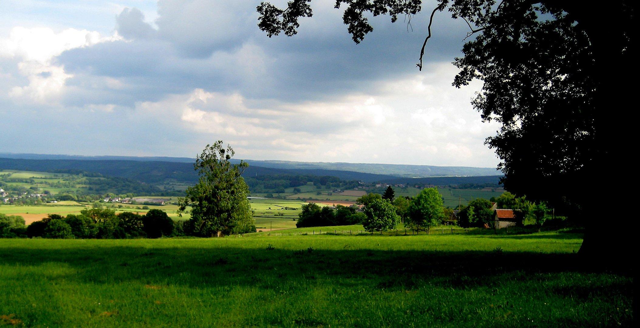 """Bild 2  Auf der Heimfahrt: """" Sicht auf die Ardennen - Belgien im September 2012."""""""