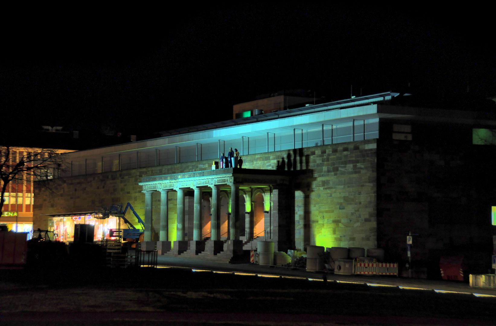 Bilder einer Stadt - Kassel bei Nacht - Seitengebäude eines Modehauses