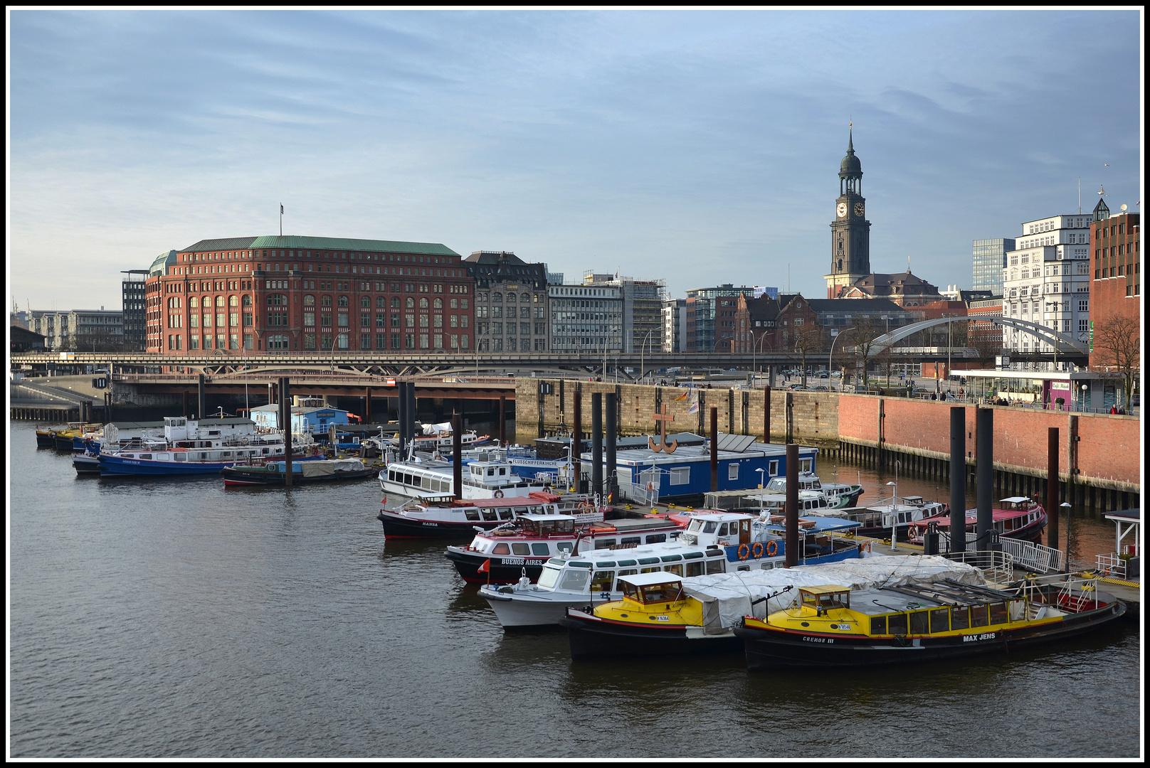 Binnenhafen an der Speicherstadt - Hamburg - Deutschland