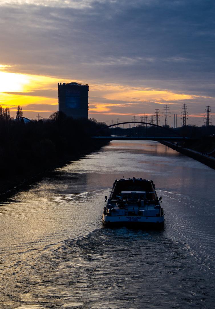 Binnenschifffart auf dem Rhein-Herne-Kanal