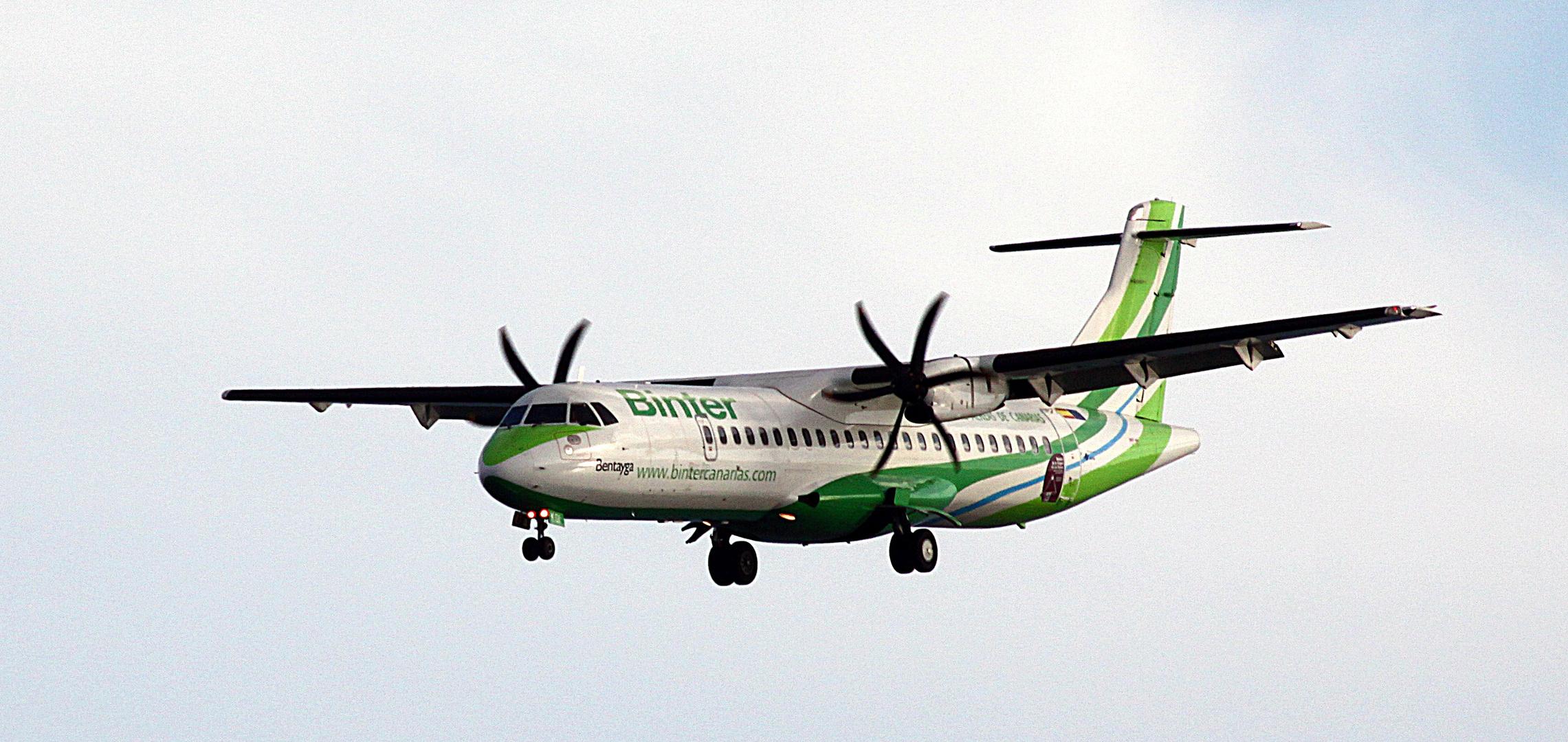 Binter ATR72-500 von Naysa ..