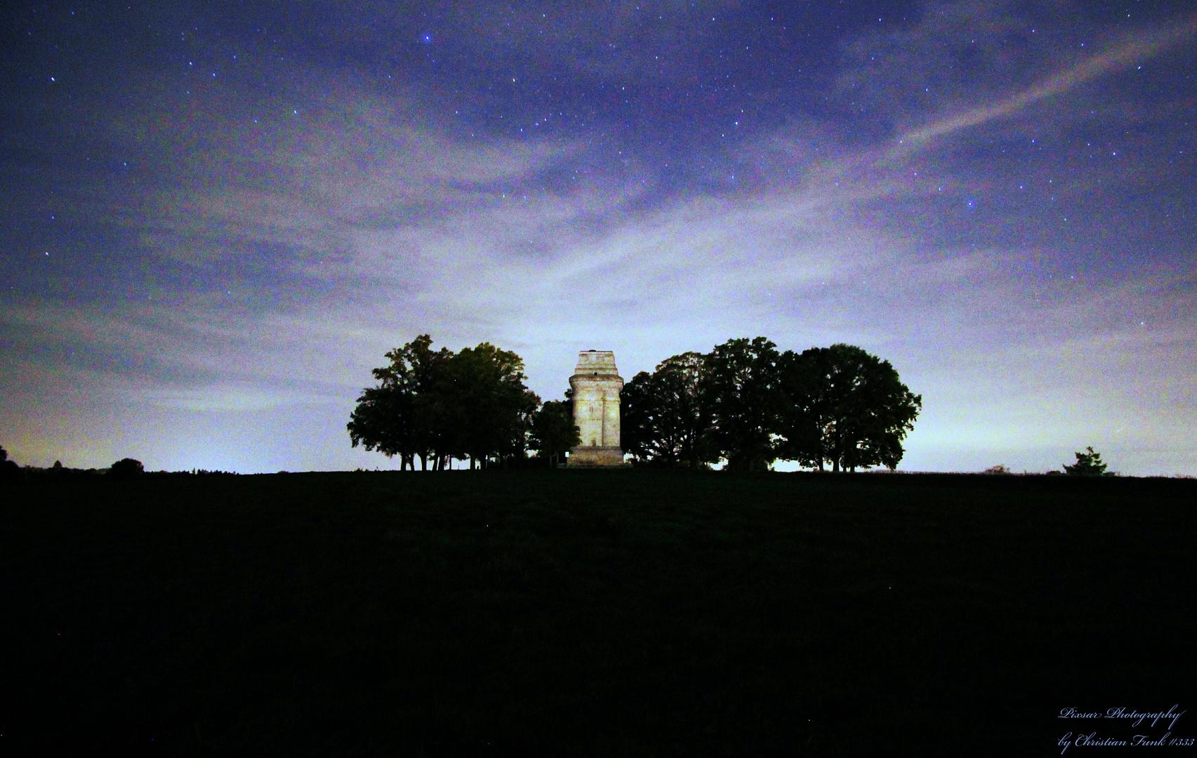 Bismarckturm bei Nacht