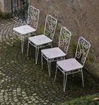 bitte - vier Stühle