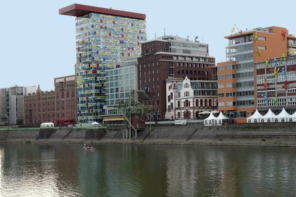 bizarre Architekturstile am Medienhafen Düsseldorf