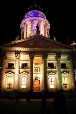 Bizarre Lichterfarben auf dem Französichen Dom