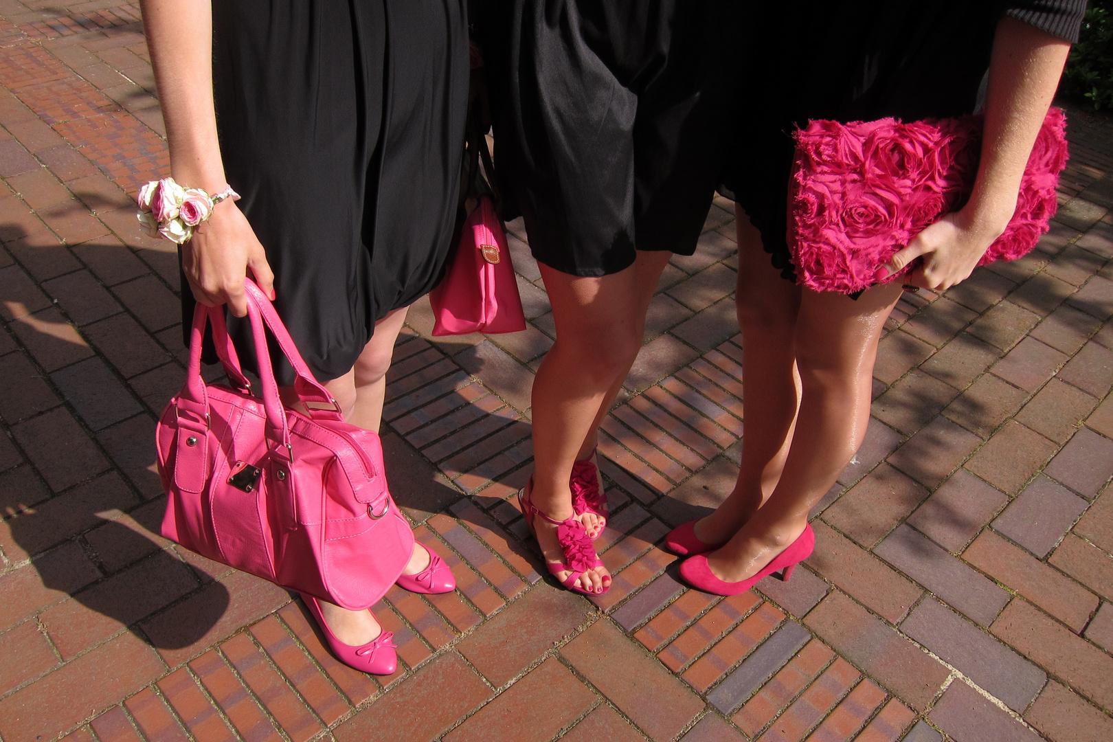 Black and Pink - oder Barby bei der Beerdigung