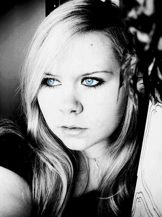..black & white, with blue eyes..