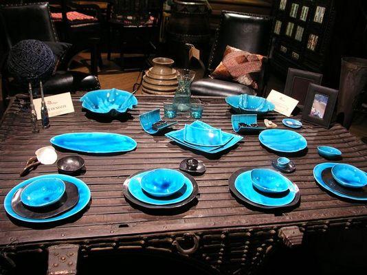 Blau gedeckter Tisch in Rom