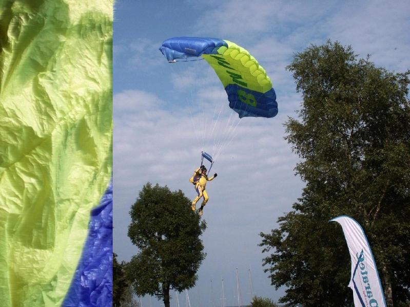 BLAU - GELB ------> Landung ? !