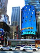blau herrscht vor am Times Square NYC