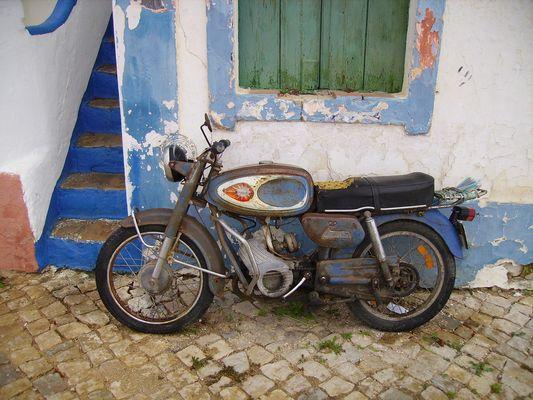 "Blau-in-Blau - Motorrad ""Velha"""