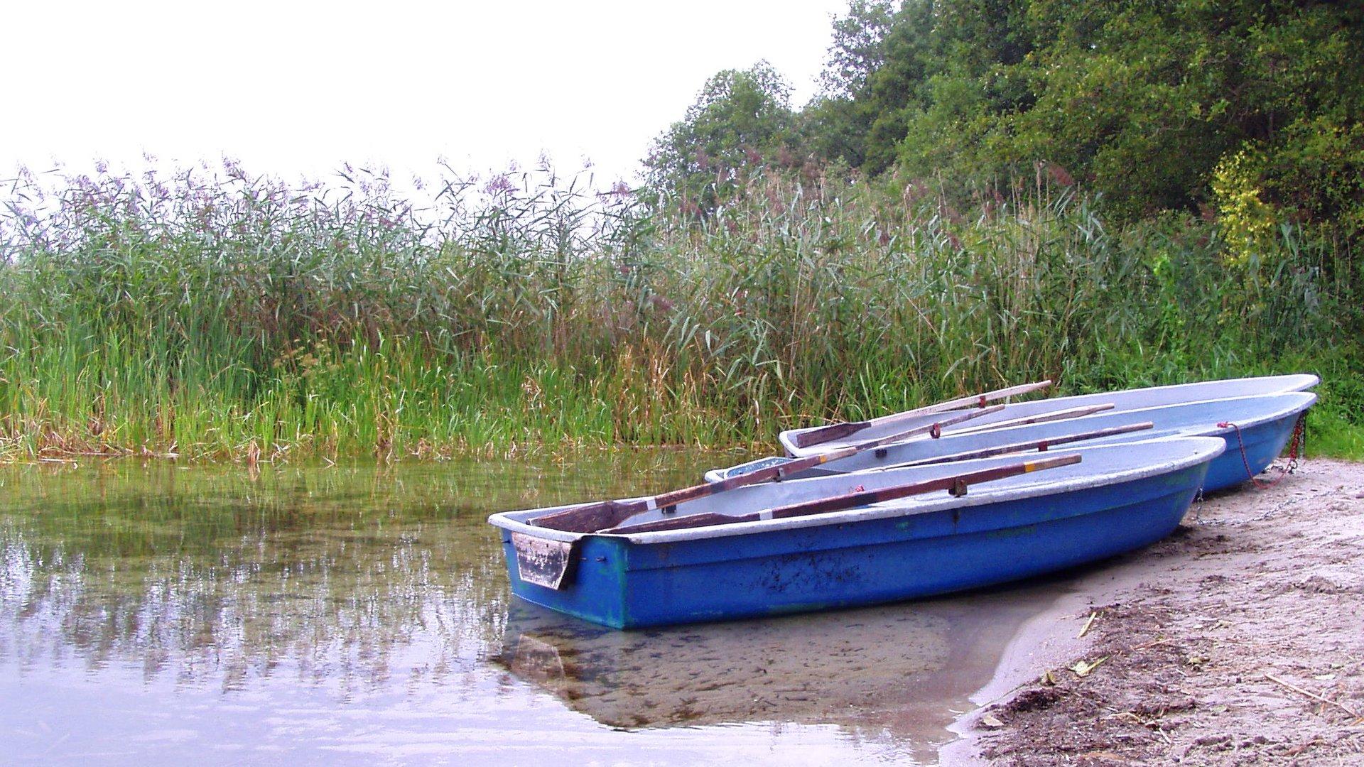 Blaue Boote