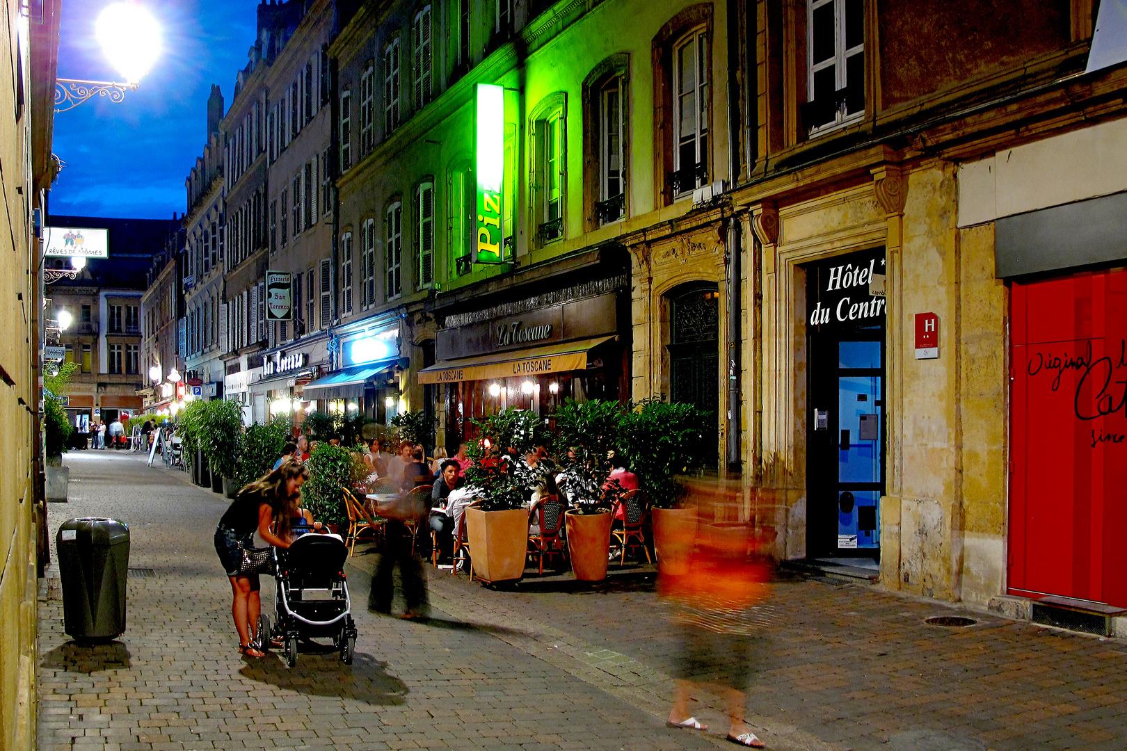 blaue (bunte) Stunde in Metz mit Mutter und Geistern
