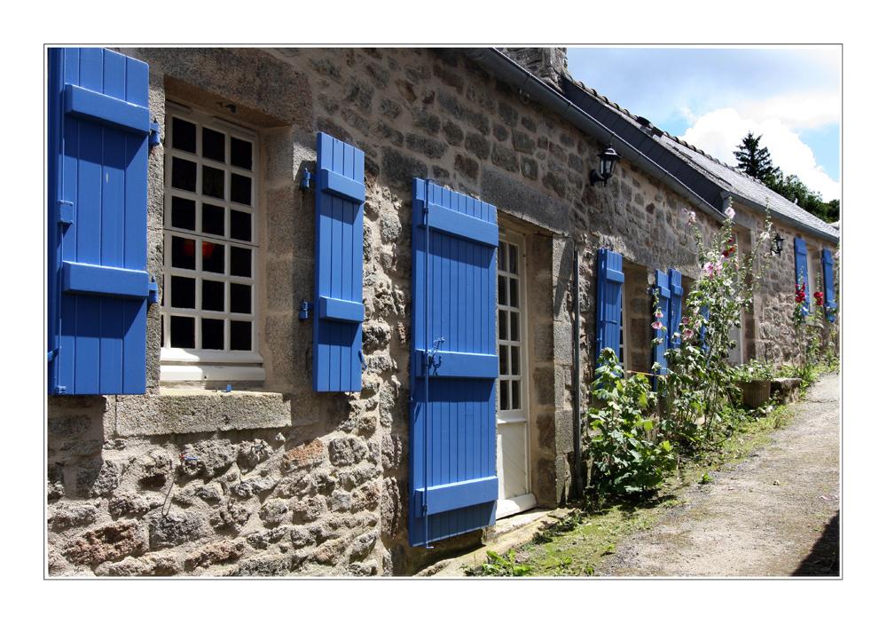 blaue fensterl den foto bild europe france bretagne. Black Bedroom Furniture Sets. Home Design Ideas