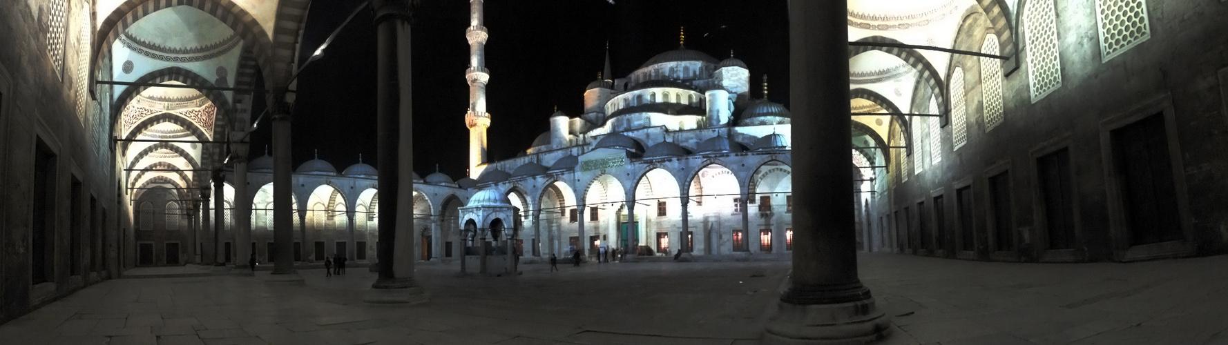 Blaue Moschee, Innenhof