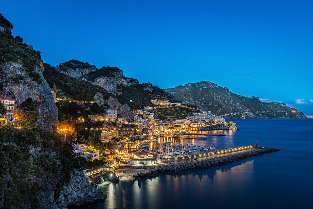 Blaue Stunde: Abends in Amalfi
