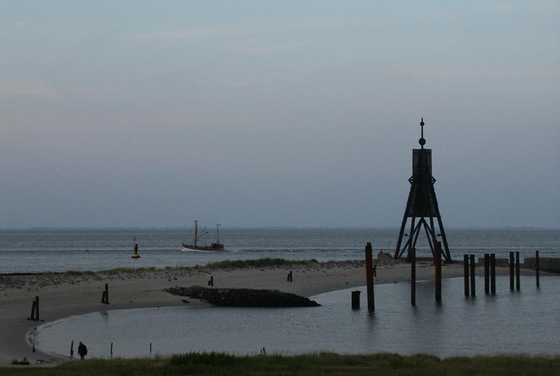 Blaue Stunde am Ende der Elbe