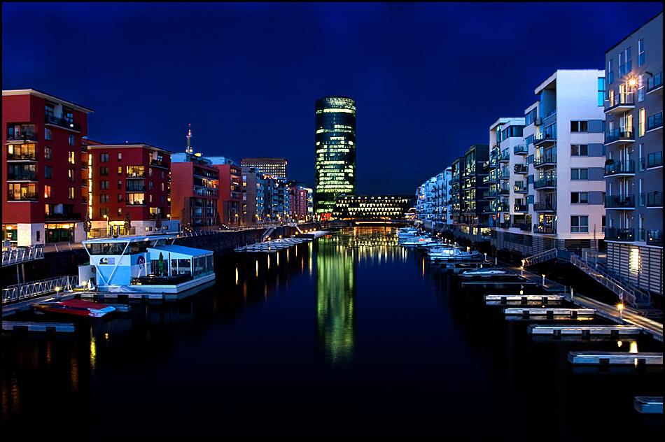 Blaue Stunde am Frankfurter Westhafen