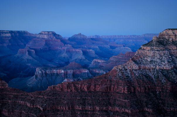• Blaue Stunde am Grand Canyon •