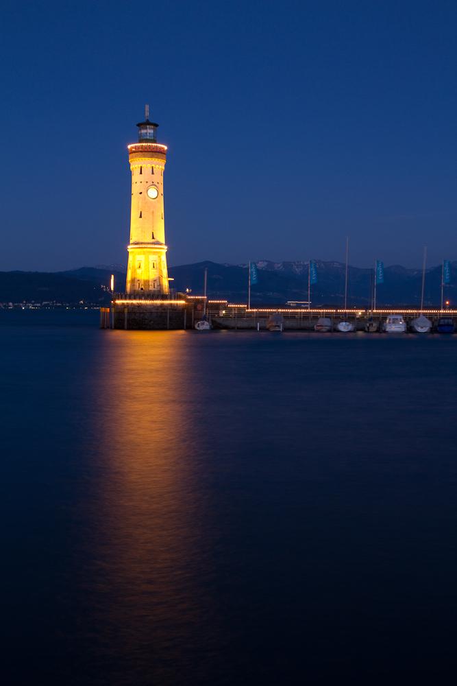 Blaue Stunde am Leuchtturm in Lindau
