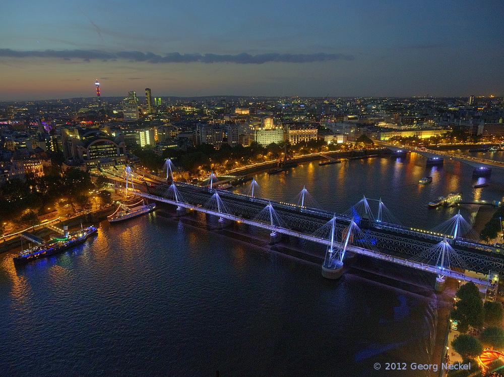 Blaue Stunde am London Eye