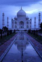 Blaue Stunde am Taj Mahal