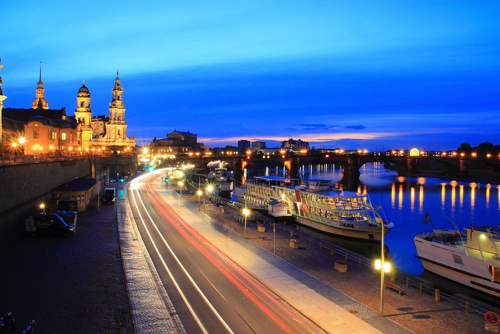 Blaue Stunde am Terrassenufer Dresden