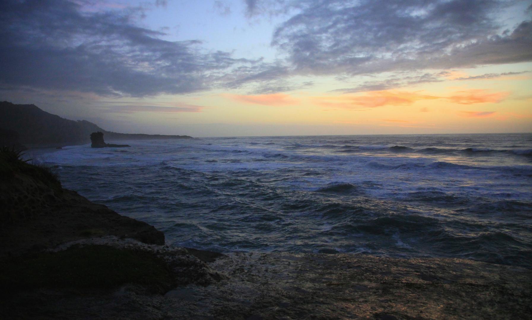 Blaue Stunde am Truman Track (Blick nach Süden zum Porarari Beach/Punakaiki)