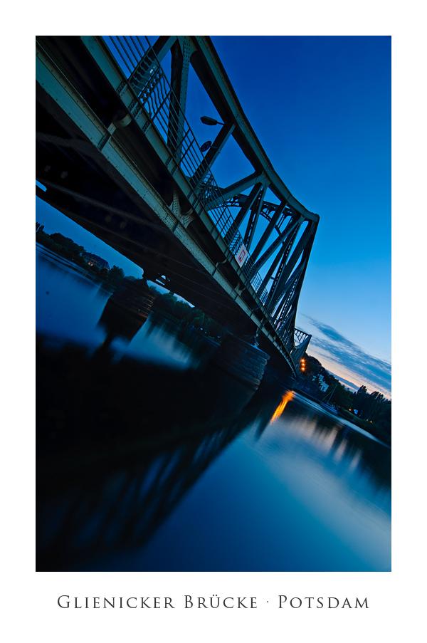 Blaue Stunde an der Glienicker Brücke