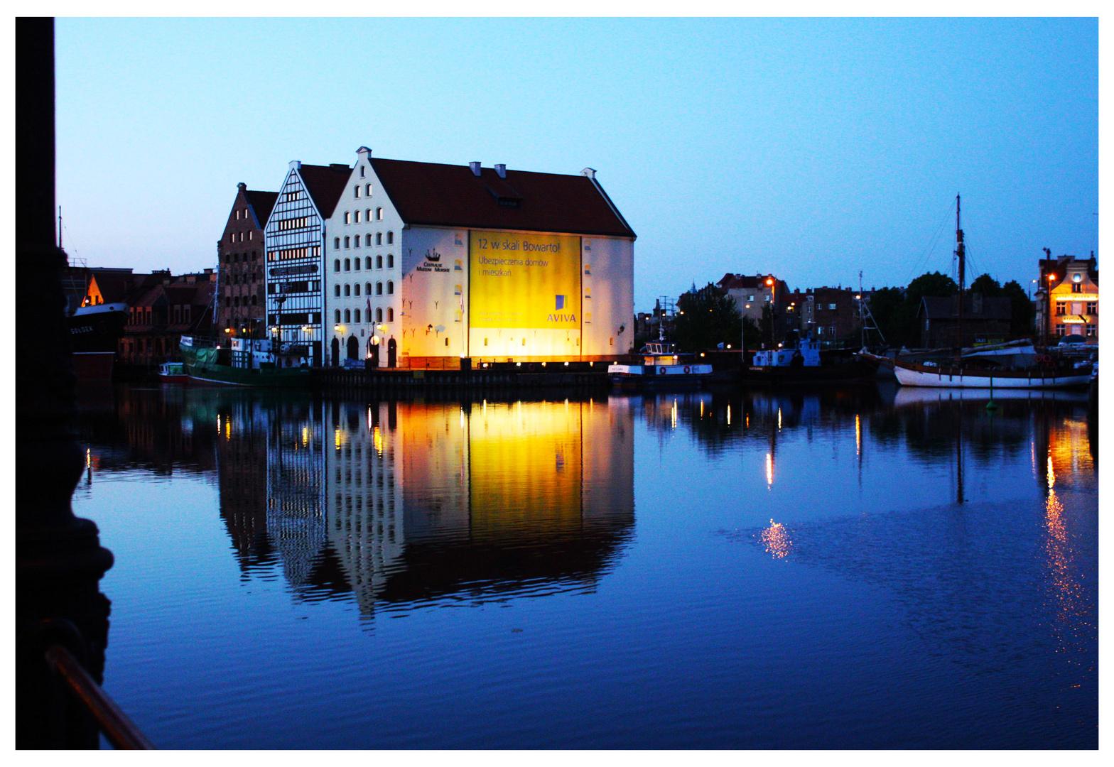 Blaue Stunde an der Mottlau in Gdansk