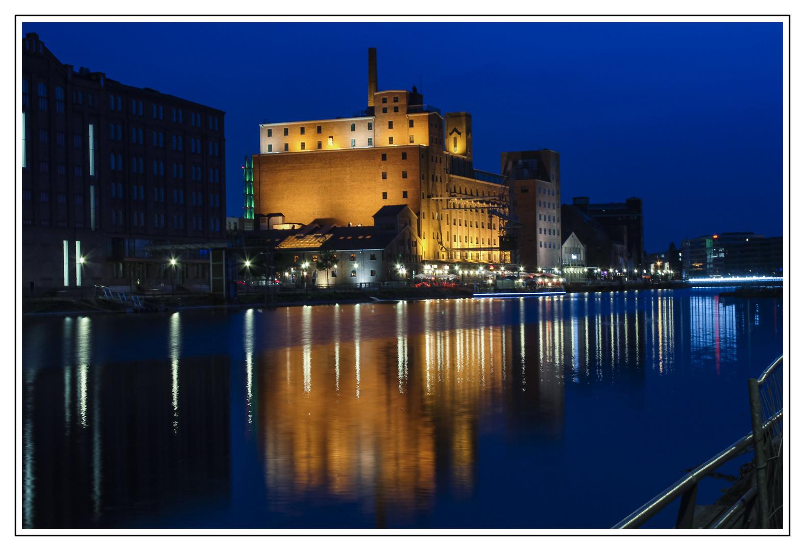 Blaue Stunde Duisburg Innenhafen
