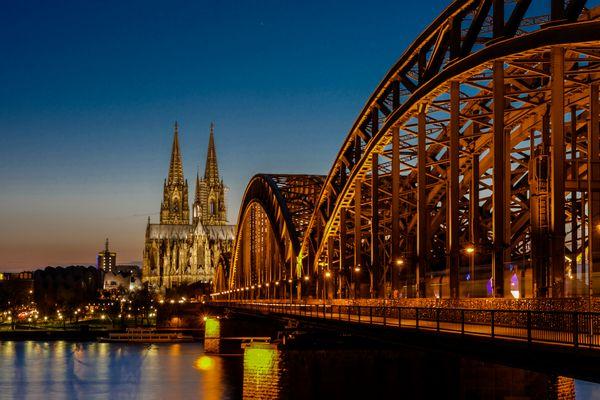Blaue Stunde, Hohenzollernbrücke mit Dom