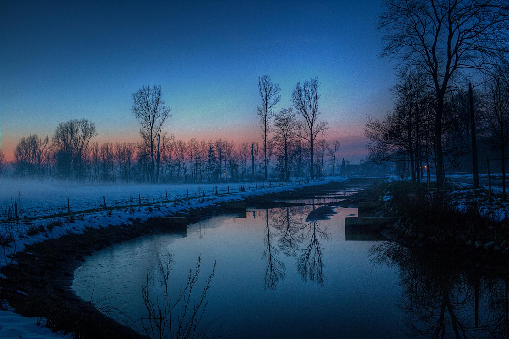 Blaue Stunde in der Natur