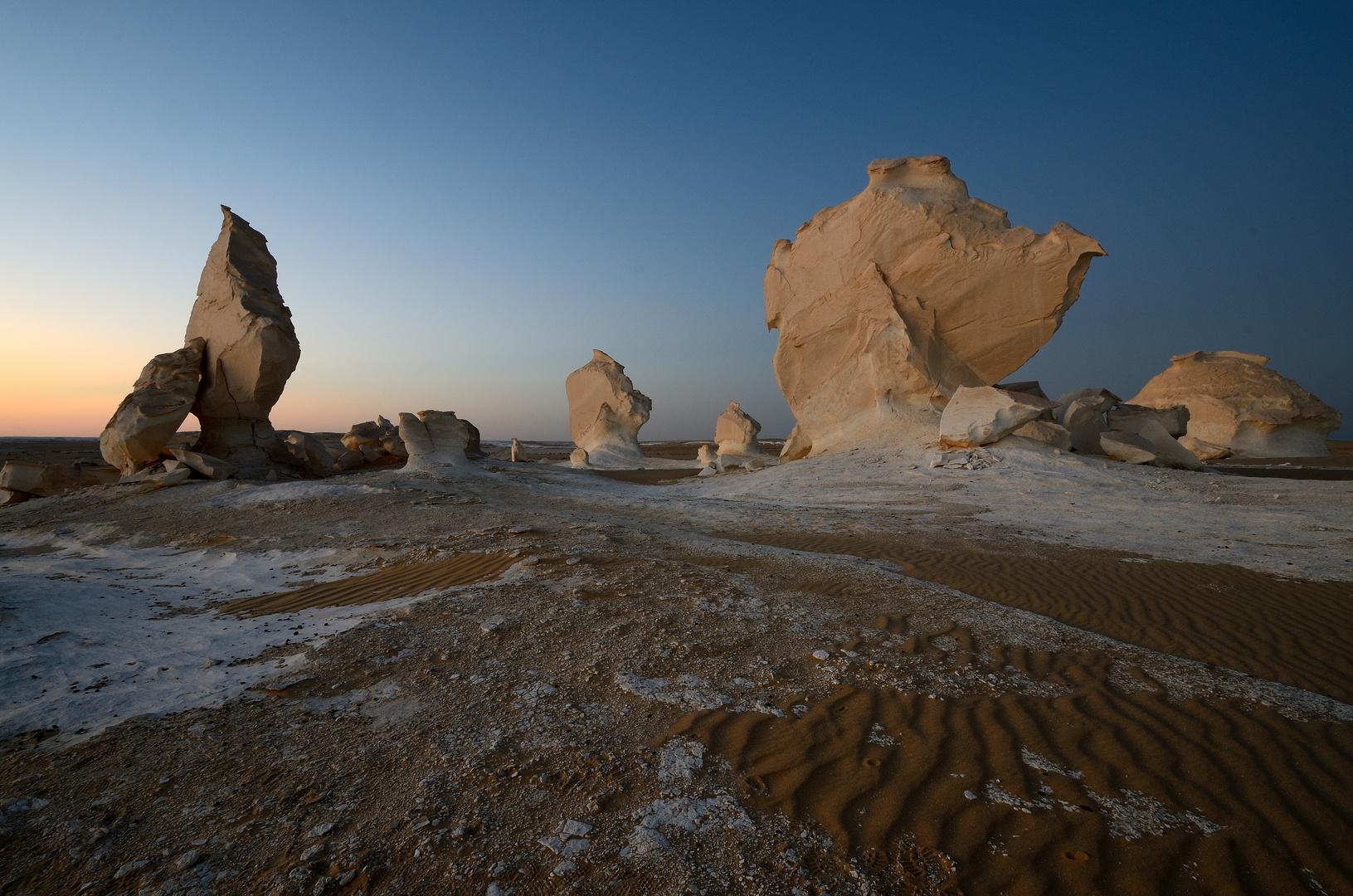 Blaue Stunde in der Weissen Wüste Ägyptens - Okt 2011