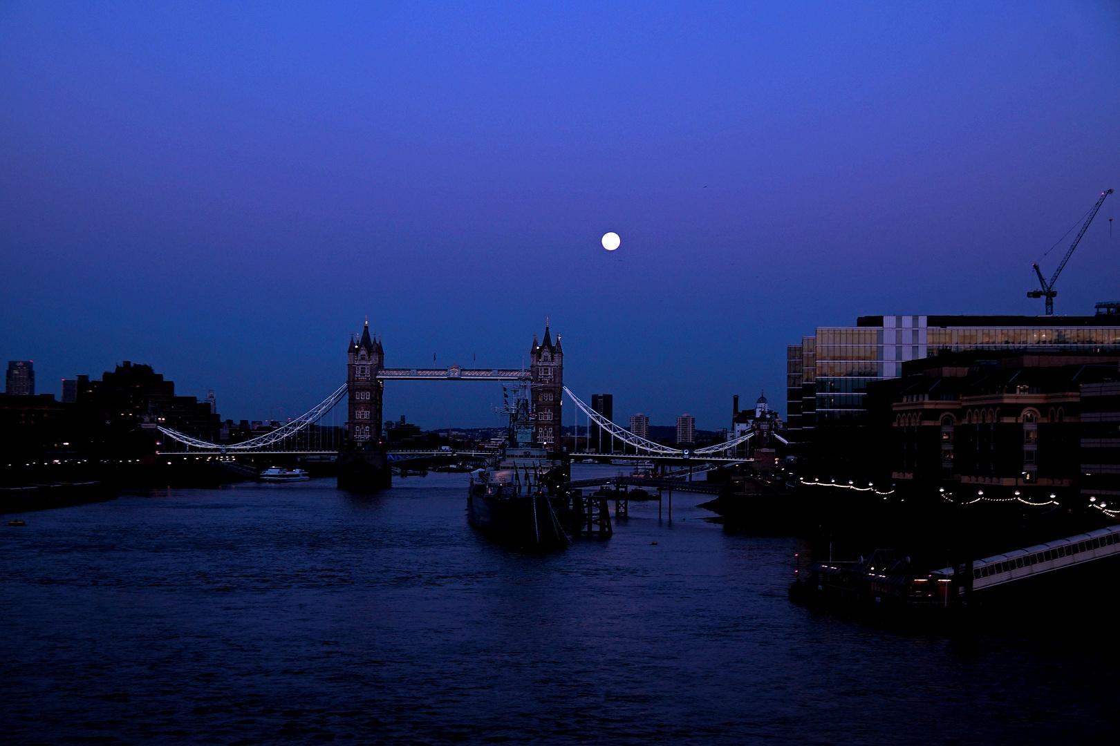 Blaue Stunde in London