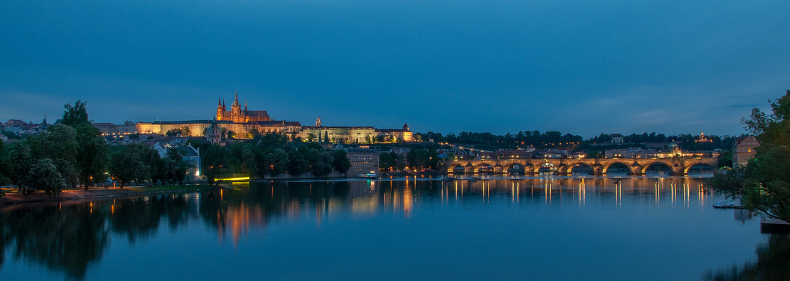 """""""Blaue Stunde mit Blick auf die Prager Burg (mit Veitsdom) und Karlsbrücke"""""""