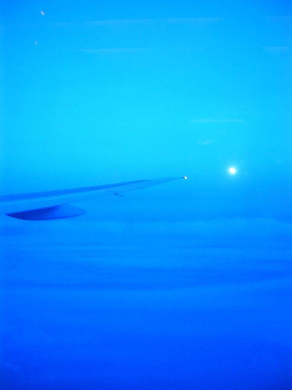 Blaue Stunde über den Wolken