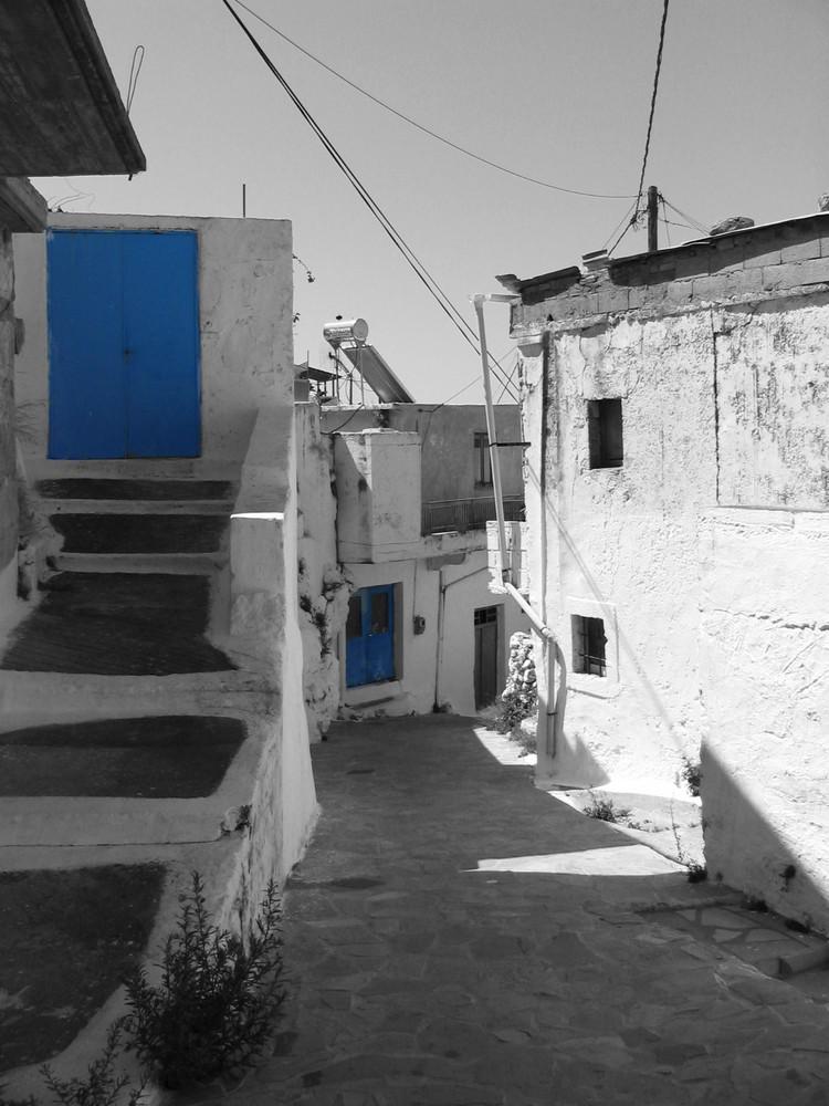 Blaue Türen auf Kreta