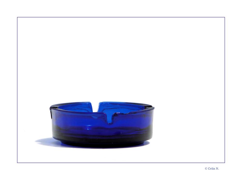 Blauer Aschenbecher