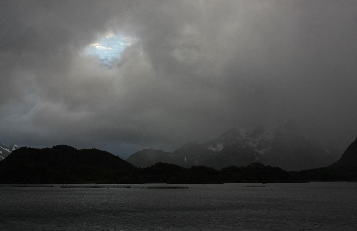 Blauer Himmel über den Lofoten