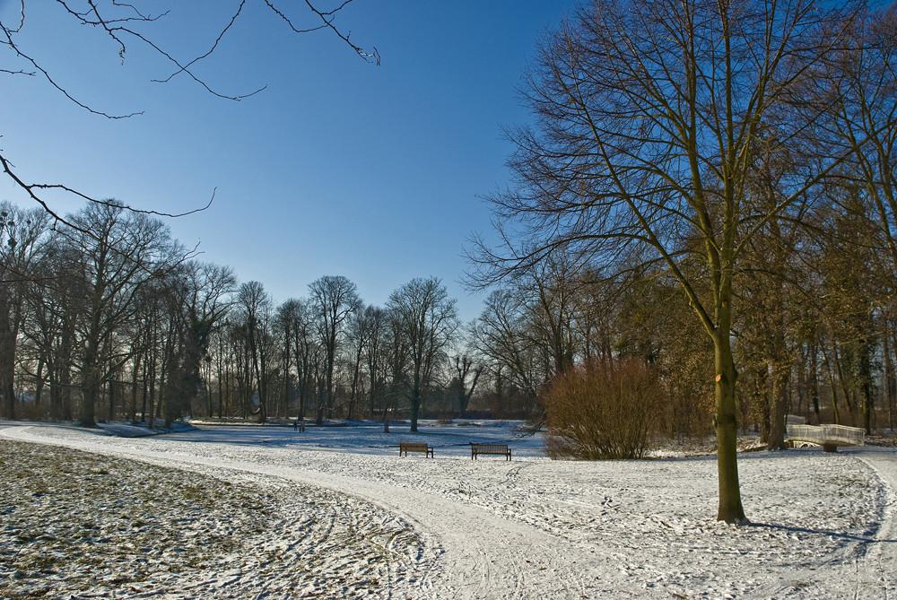 Blauer Himmel und Schnee