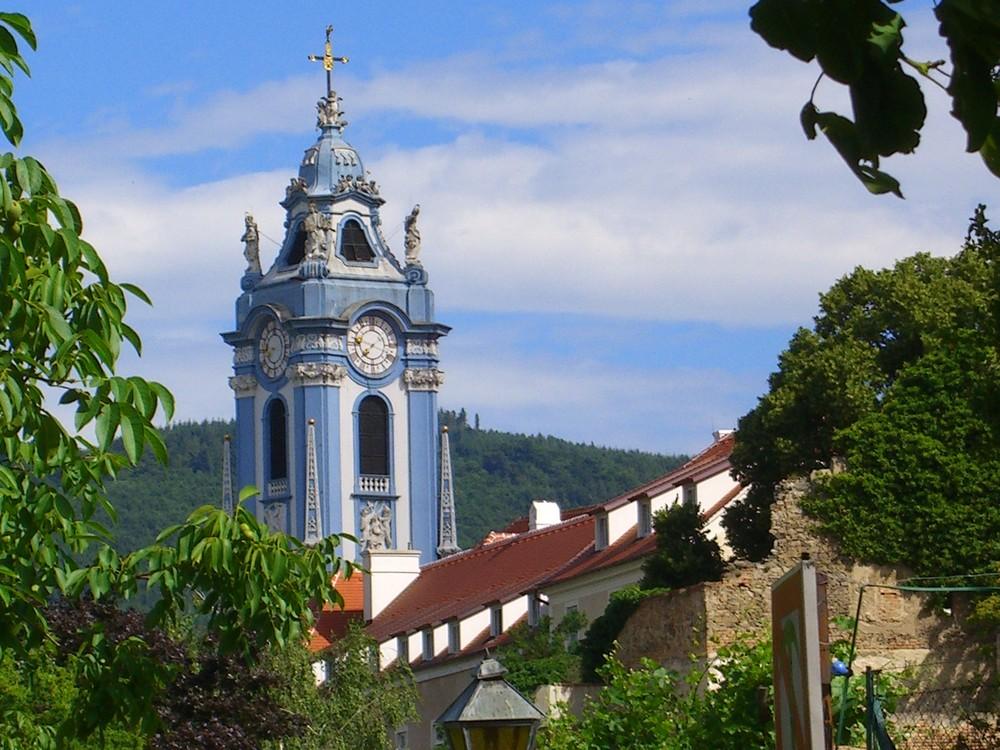 Blauer Kirchturm der Stiftskirche DÜRNSTEIN