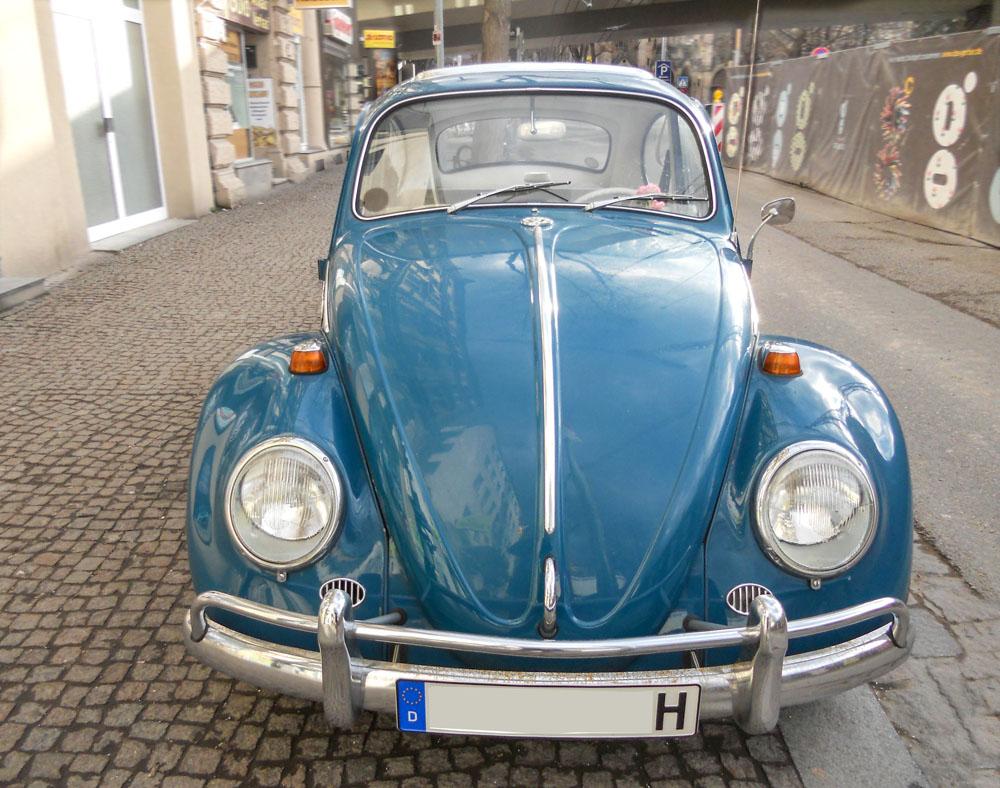 Blauer VW-Käfer