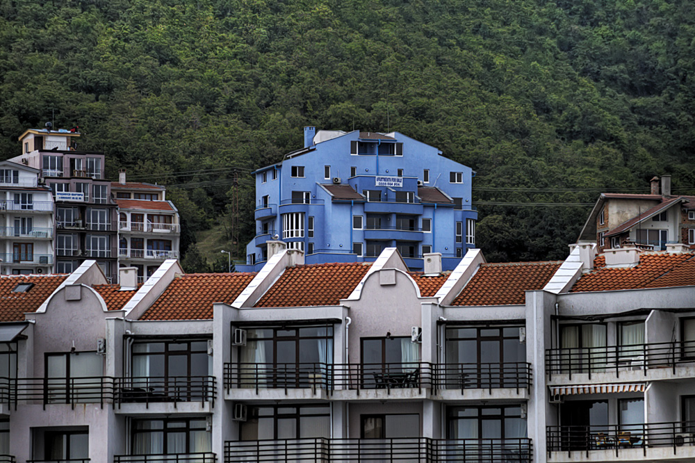 Blaues Haus in Bulgarien am Yachthafen