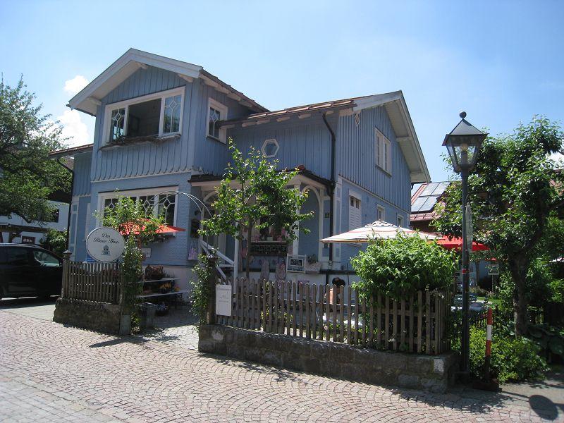 Blaues Haus in Oberstaufen D Foto & Bild