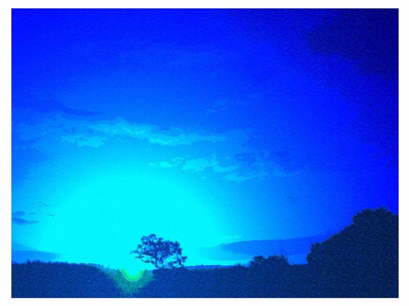 Blaues Land im Sonnenaufgang